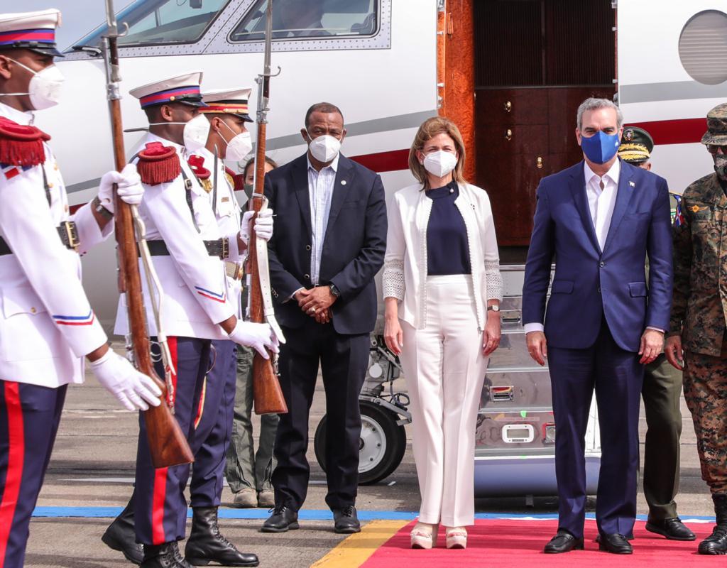 Presidente Luis Abinader regresa de Puerto Rico