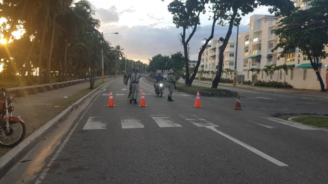Video | Autoridades bloquean el tránsito en la avenida España para evitar aglomeraciones