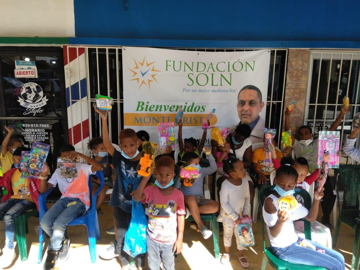 Fundación SOLN busca llevar alegría a niños con reparto de juguetes