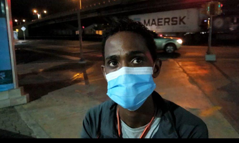 Video | Joven narra su situación al quedarse sin transporte en medio del Toque de Queda