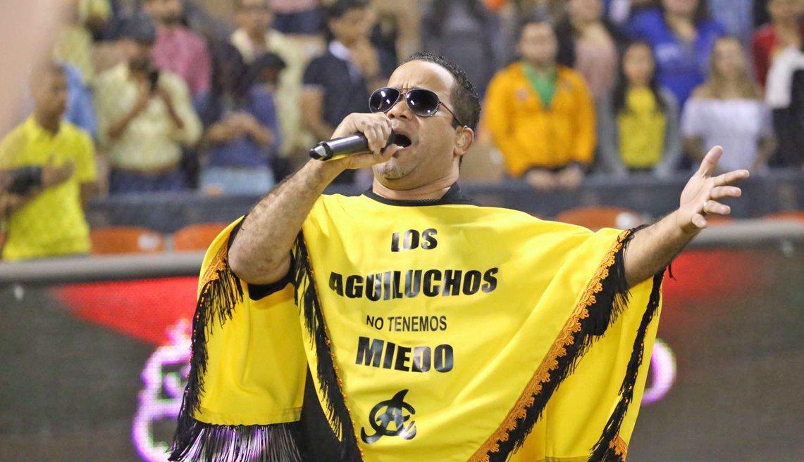 El Torito cantará himno en séptimo juego Toros vs Águilas en Santiago