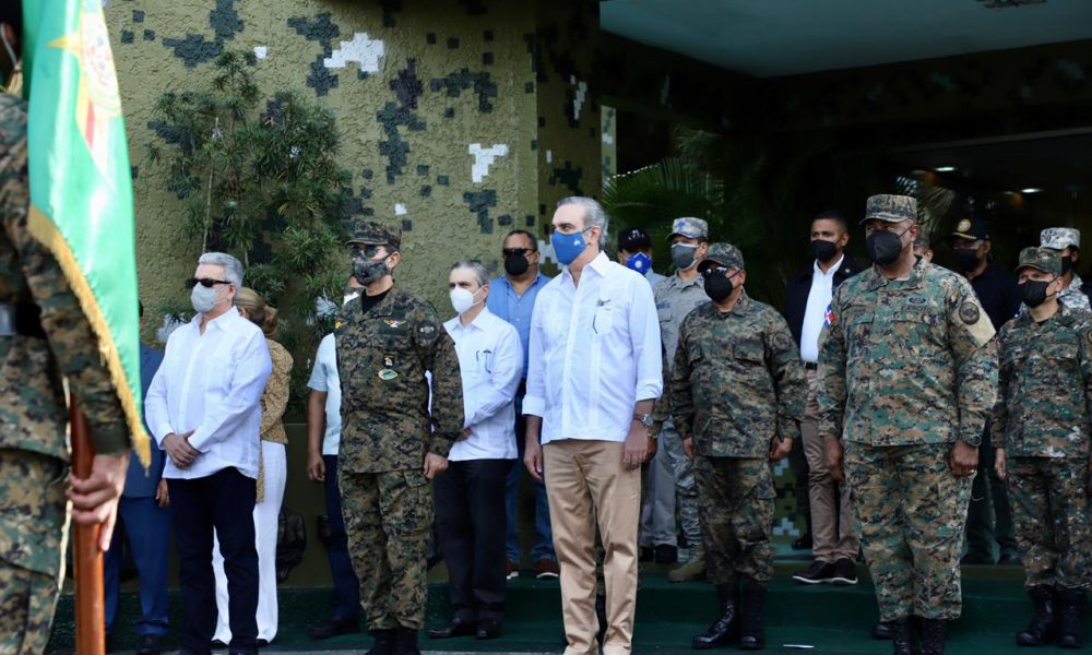 Abinader anuncia aumento de salario y otros beneficios para las Fuerzas Armadas