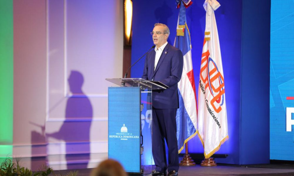 Presidente Abinader presenta Parquéate RD