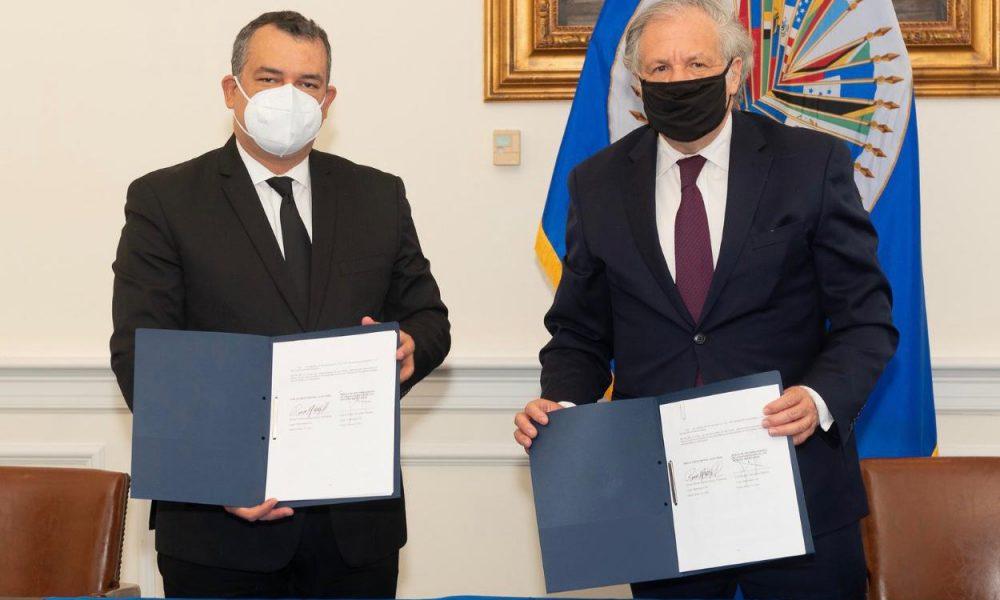 JCE y OEA firman acuerdo para alcanzar normas ISO en material electoral