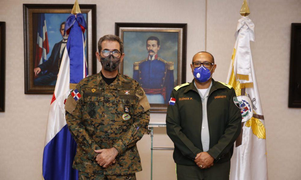 Ministro de Defensa recibe visita del director General de la DIGESETT