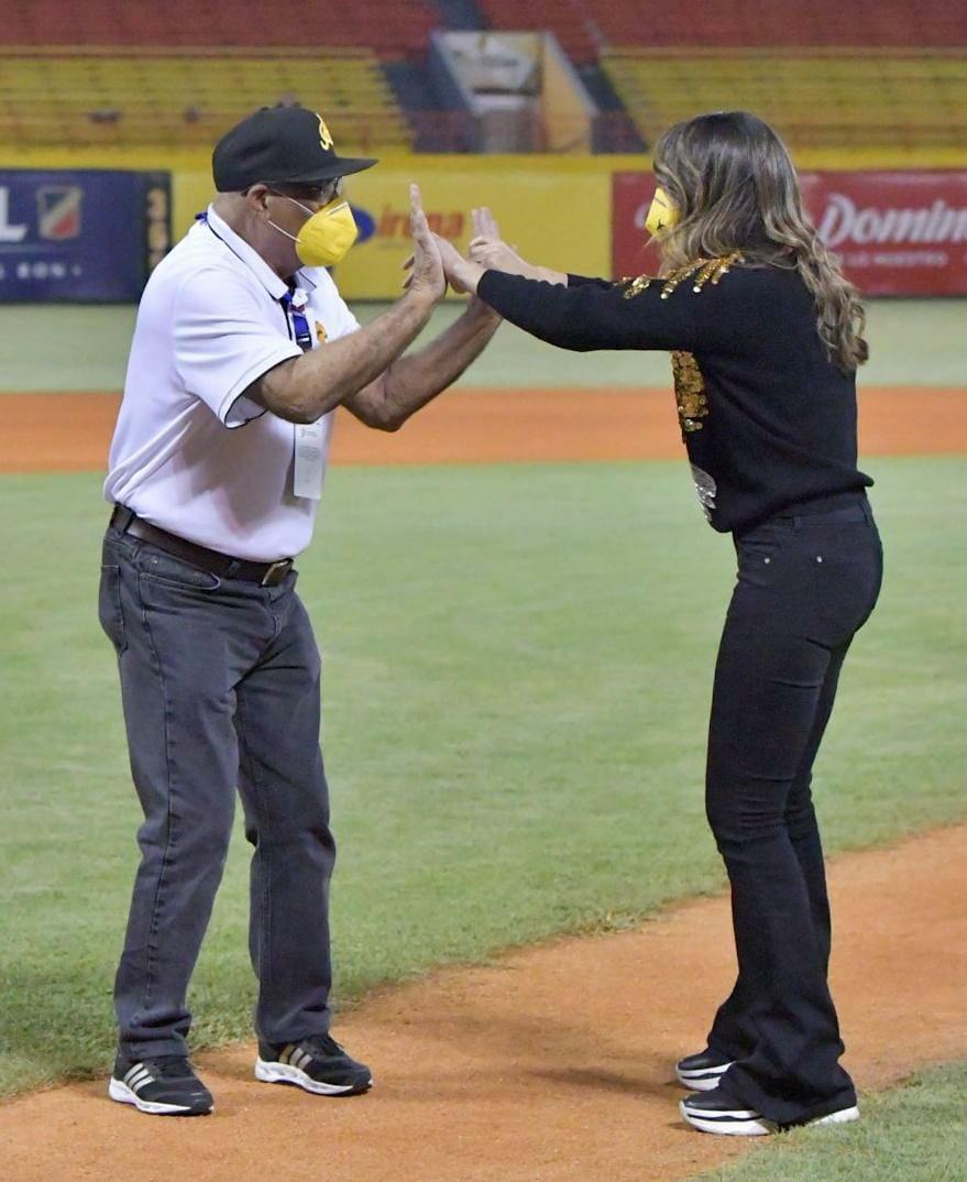 Águilas dedican partido a Pamela Sued y Mendy López