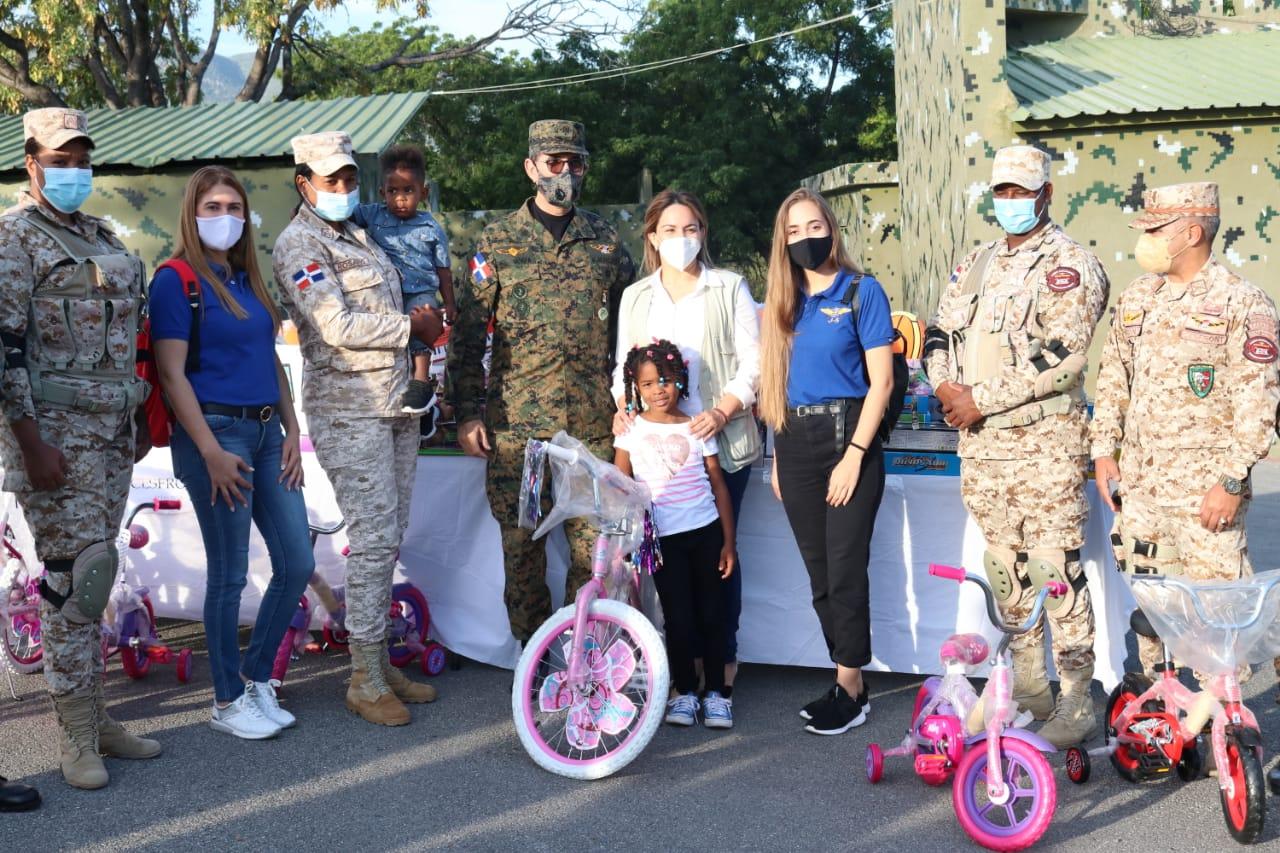 ADEOFA continúa con entrega de juguetes a hijos de miembros de las FF.AA. en zona fronteriza