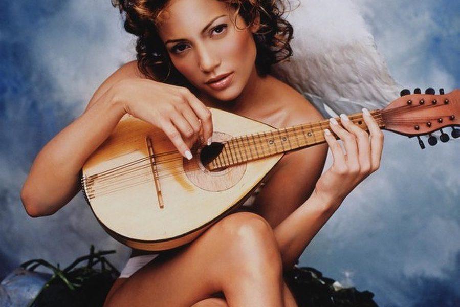 JLo estrena nuevo videoclip donde protagoniza un ángel desnudo