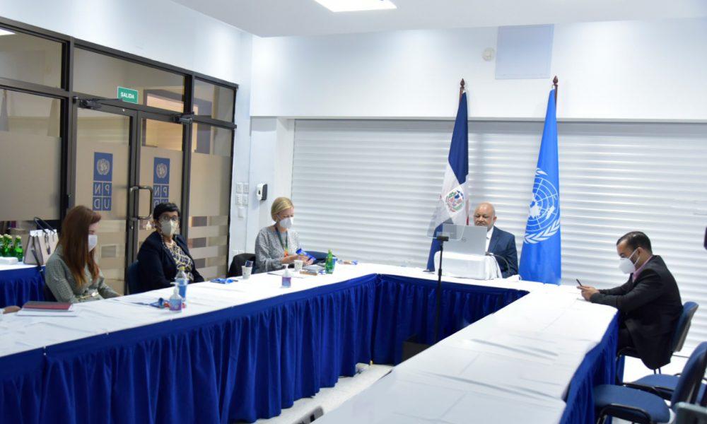 Ministro de Educación presenta plan educación digital a países de la región