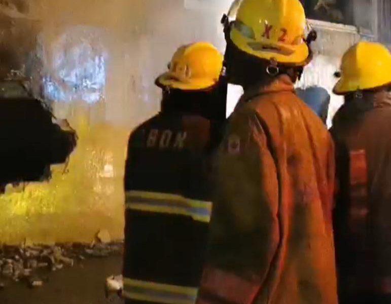 Video | Bomberos continúan sofocando fuego en fábrica de Villa Juana