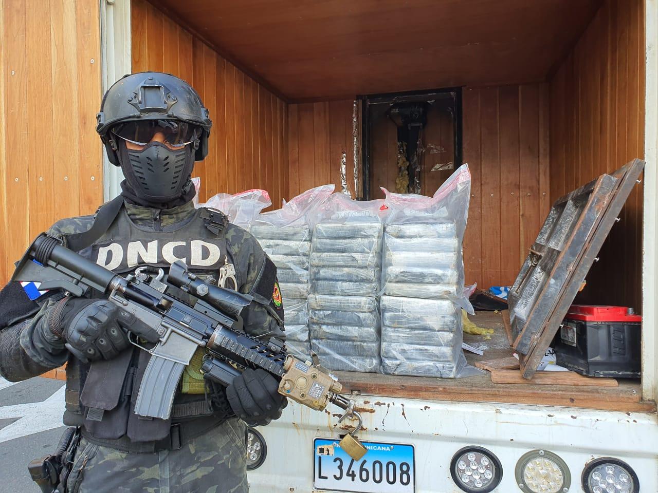 VIDEO | DNCD decomisa 55 paquetes de droga en operativo en SDO