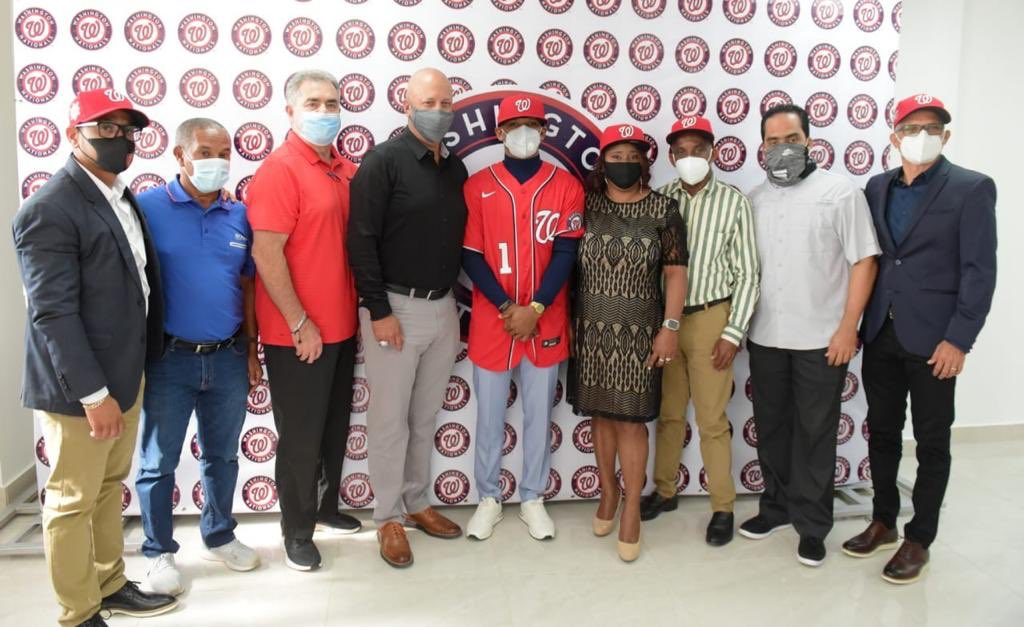 A partir de este 15 de enero adolescentes dominicanos empiezan a recibir bonos millonarios MLB