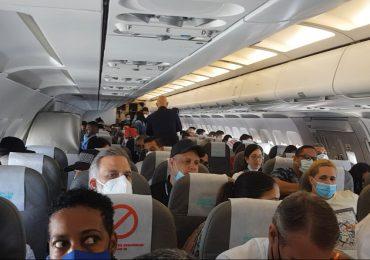 VIDEO | 180 personas hacen historia al protagonizar primer vuelo sin destino en RD