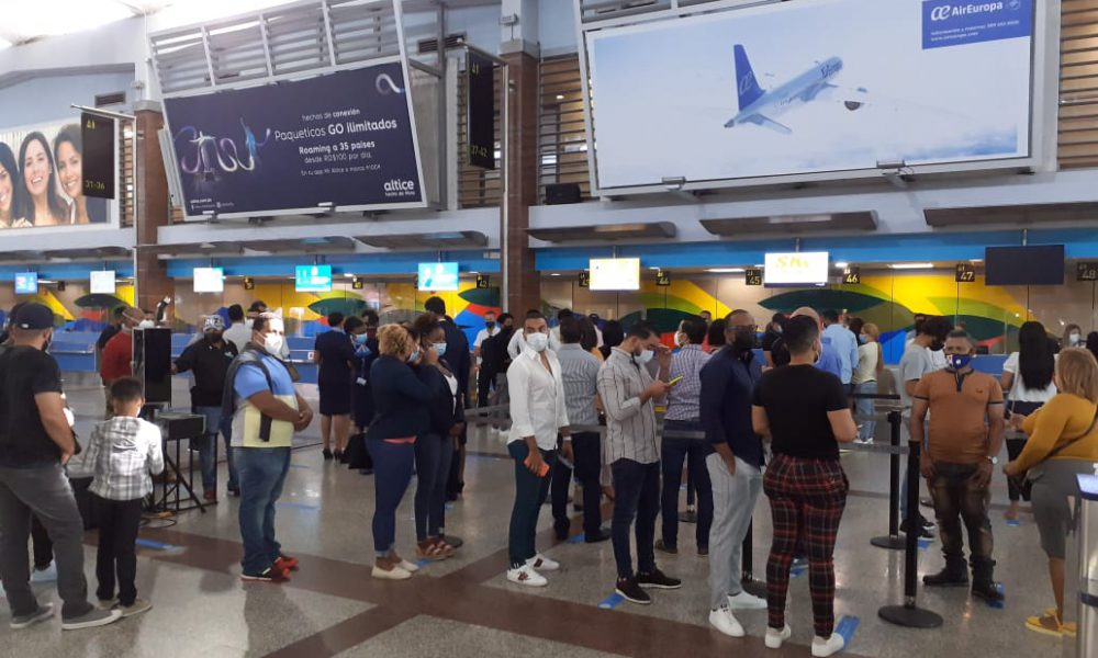 VIDEO | Pasajeros del vuelo sin destino con buenas expectativas