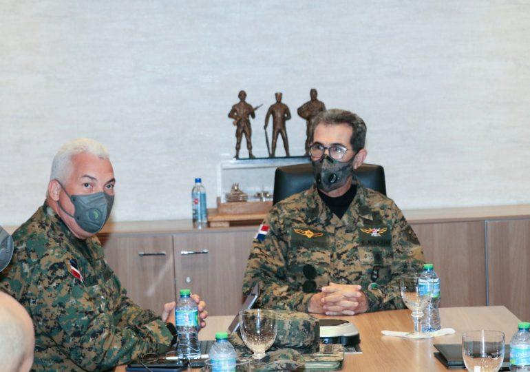 Ministro de Defensa y  director Cesmet sostienen reunión interinstitucional