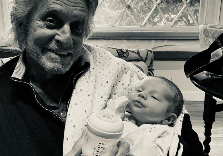 Michael Douglas muestra su orgullo de abuelo, tras conocer a su segundo nieto