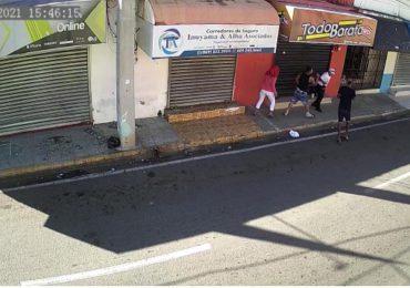 Video | Caen abatidos dos que asaltaron seguridad y taxista en La Vega