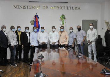 VIDEO | Ministerio de Agricultura y productores del Valle de Constanza bajan precios de la papa y zanahoria