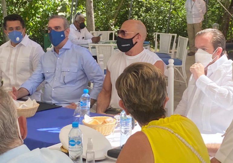 FOTOS | Vin Diesel y Abinader se reúnen con autoridades e inversionistas de Puerto Plata