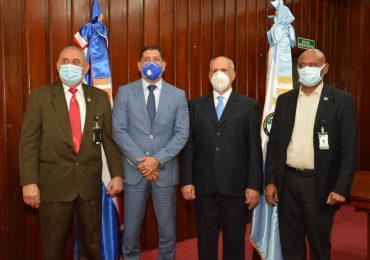 VIDEO | Danilo del Rosario toma posesión como director interino IAD