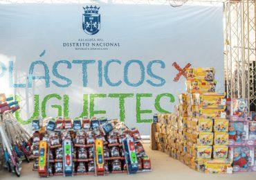 ADN recolectó 124 mil 100 botellas en su primer día del Programa Plásticos por Juguetes