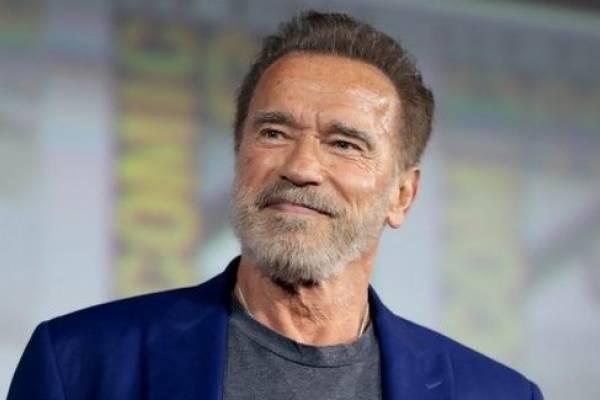 Video | Arnold Schwarzenegger se vacuna contra el COVID-19