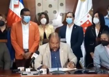 Regidores piden investigar fiscal actuó en confuso allanamiento en casa de Abel Martínez