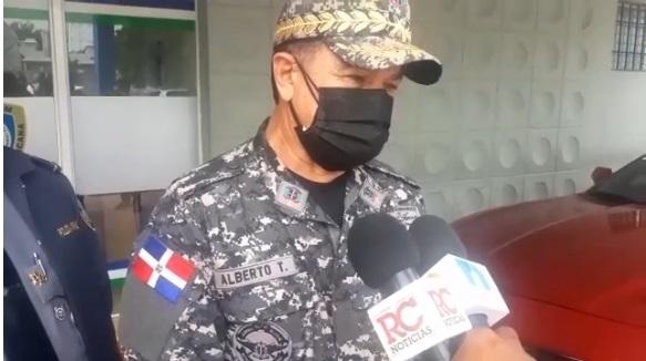 VIDEO | Policía en el Cibao llama fanáticos de Águilas y Gigantes a celebrar en sus casas
