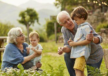 """El papa crea día mundial de los abuelos """"olvidados"""""""