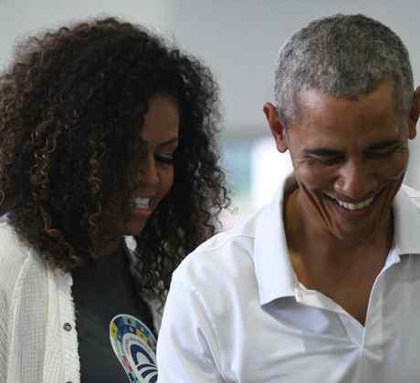 Esposa de Barack Obama lo sorprende con un emotivo regalo