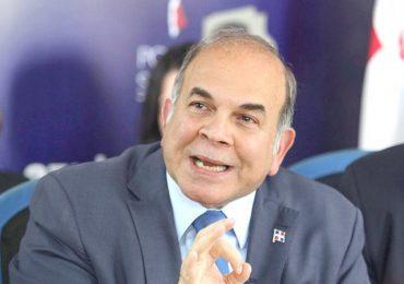 Pelegrín Castillo exhorta al gobierno a adoptar una política de Estado coherente frente a Haití