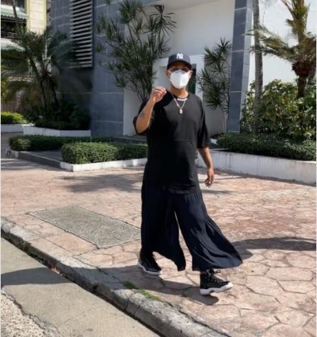 Santiago Matías impone moda femenina en hombres del país