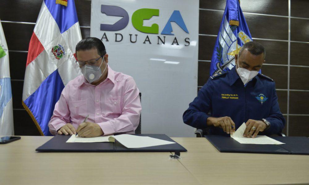 Aduanas y CESAC firman acuerdo en materia de seguridad y control de los aeropuertos