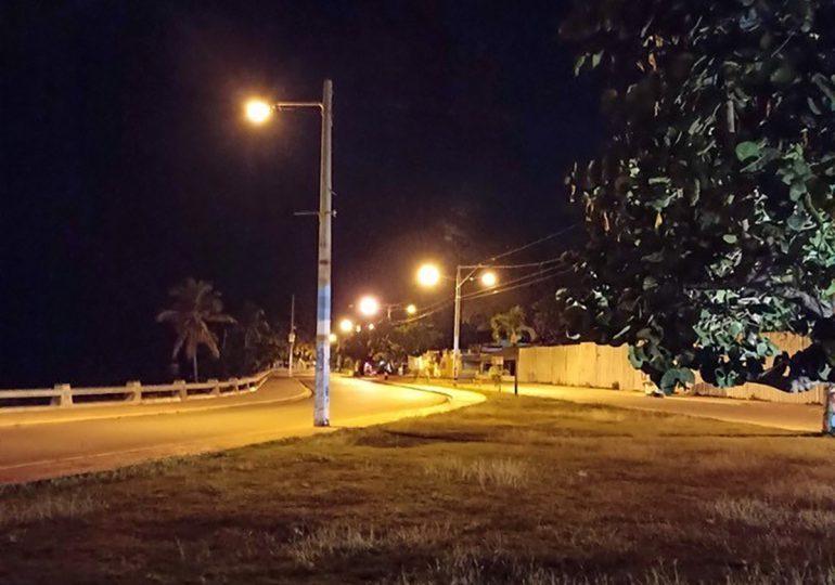 Rehabilitan la iluminación del Malecón de San Pedro de Macorís