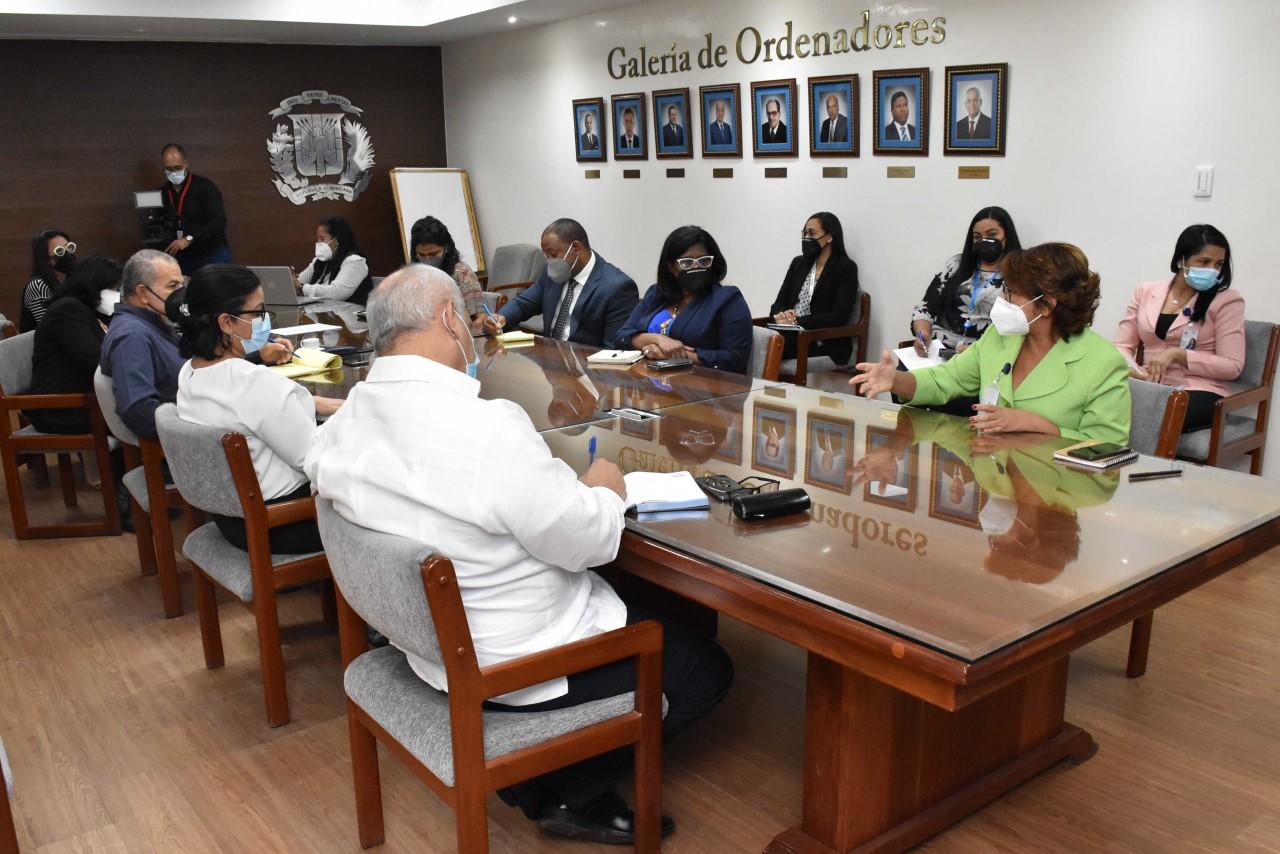 Instituciones se reúnen a favor de identificar fondos de desarrollo para los municipios