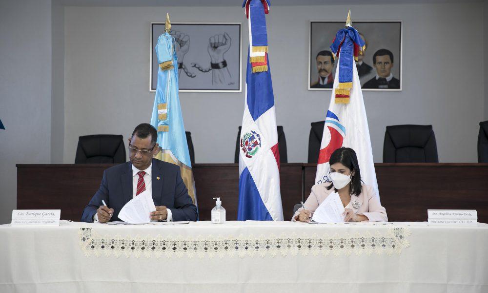 Pro Dominicana y la Dirección General de Migración firman acuerdo de cooperación