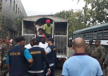 Detienen 300 indocumentados con altas sumas de dinero en Elías Piña