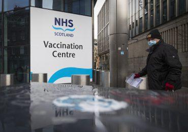 El pasaporte de vacunación: ¿el pase a la vida normal o una afrenta a las libertades?