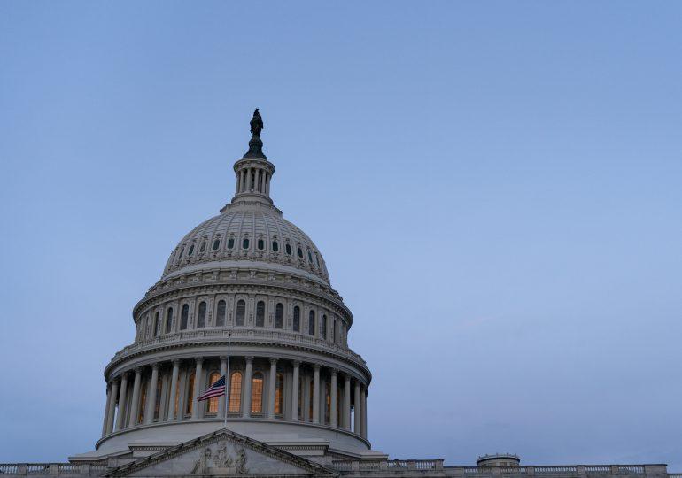 Senado de EEUU despeja el camino para el plan de ayudas económicas de Biden