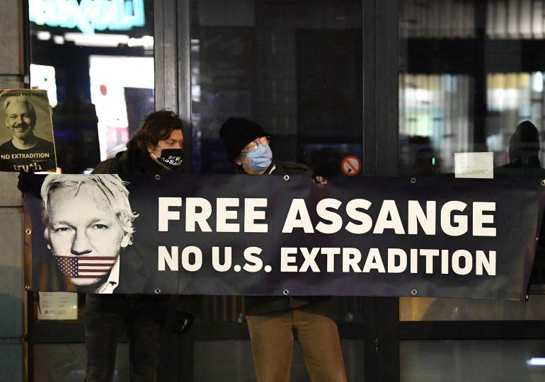 Gobierno de Biden apela negativa a extraditar a Assange