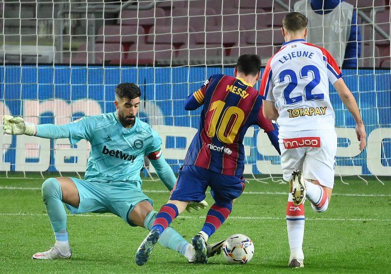 El Barcelona golea al Alavés, pero el Atlético no falla contra Granada