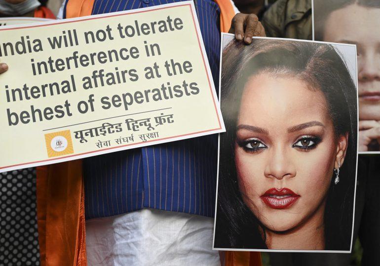 Polémica en India por una foto de Rihanna en toples con una imagen de Ganesh