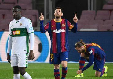 Messi lleva al Barcelona al triunfo ante el Elche en LaLiga