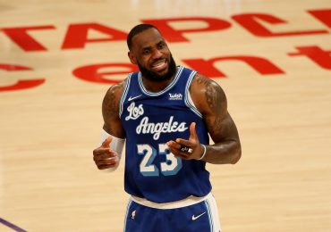 LeBron James, tercer jugador en la historia de la NBA en llegar a 35.000 puntos