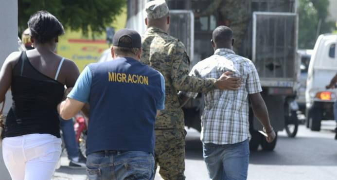 DGM apresa 134 haitianos indocumentados alojados en  dos hoteles de Elías Piña