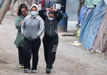 ¡Por fin! Primeros migrantes cruzan a EEUU con nueva política de Biden