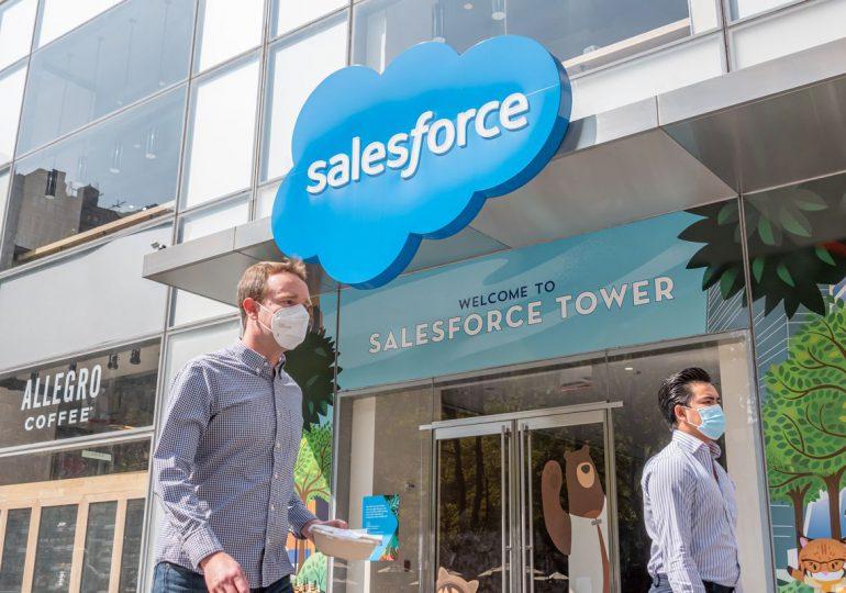 """Salesforce declara la """"muerte"""" de la jornada convencional y apuesta al trabajo a distancia"""