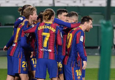 Messi agita al Barcelona en una remontada ante el Betis