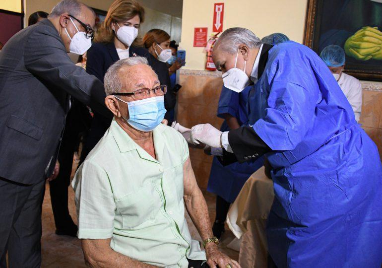 Inicia primera jornada de vacunación en  Hogar de Ancianos San Francisco de Asís