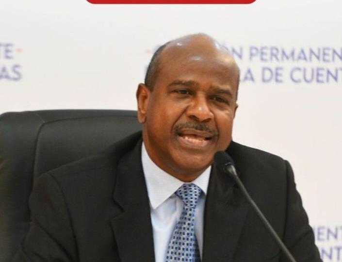 Ramón Feliz Valera se postula a la Cámara de Cuentas y presenta su propuesta